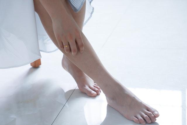 足のむくみが辛いあなたに、メディカルアロマのマッサージオイル